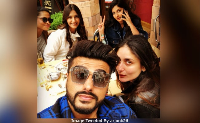 When In London, Kareena Kapoor Chills With Veeres Sonam, Rhea And Arjun Kapoor