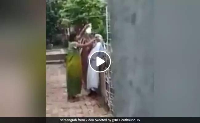 बहू ने छोटी सी बात पर की सासू मां की जमकर पिटाई, वायरल हुआ VIDEO