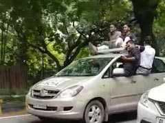 VIDEO: जब राजधानी की सड़कों पर ट्रैफिक नियमों की धज्जियां उड़ाते दिखे DU के छात्र