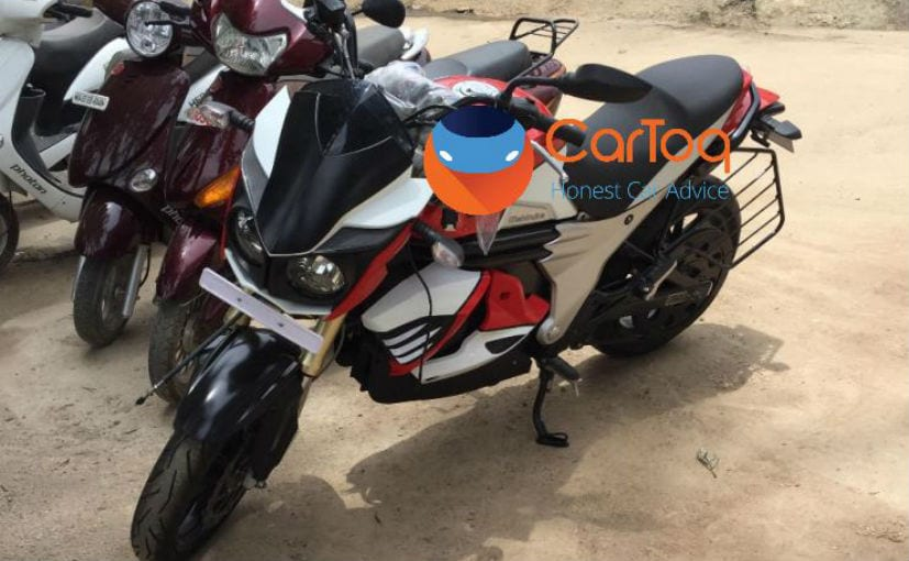 The Mahindra Mojo electric looks identical to the standard version but gets key changes