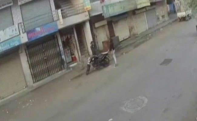 On Video, Surat's 20-Year-Old 'Lady Don' Seen Wielding Sword, Threatening Shopkeeper