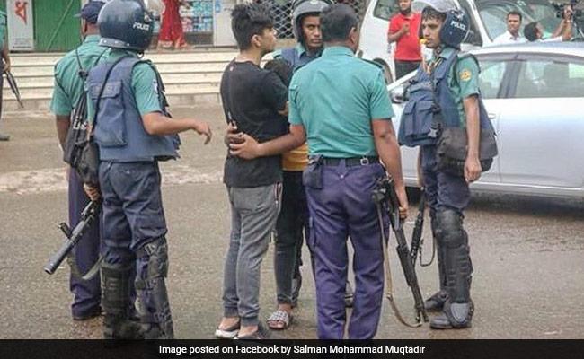 Bangladesh Snaps Mobile Internet After Students' Protest Turns Violent