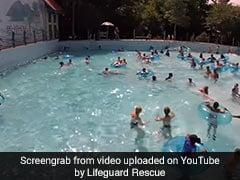 लोगों से भरे स्विमिंग पूल में डूब रही थी बच्ची और फिर....