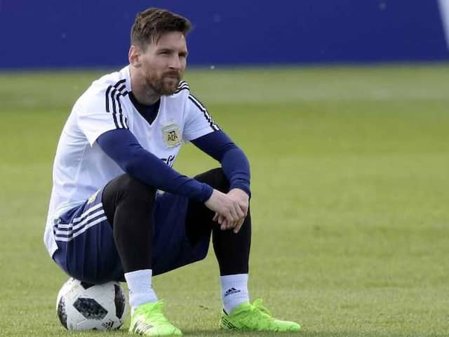 Lionel Messi participate in Barcelona practice session