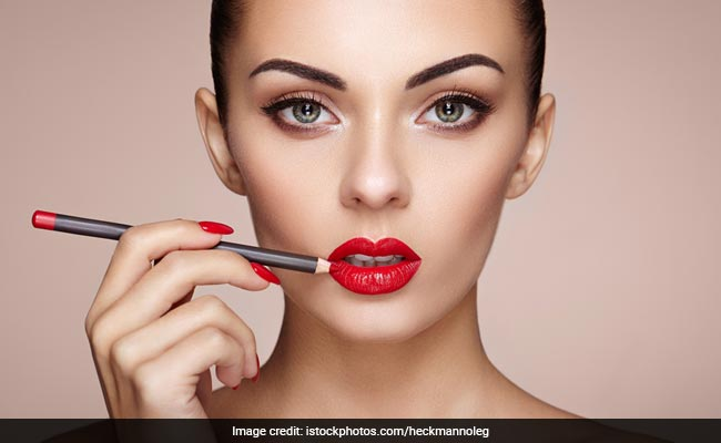 How To Perfectly Apply Lip Liner: Tips And Tricks To Remember