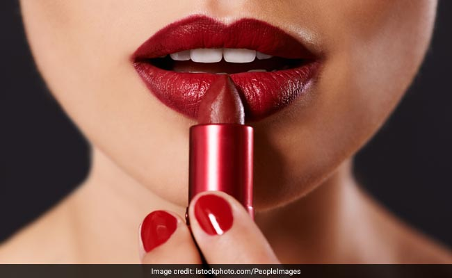 How To Stop Your Lipstick From Bleeding In 4 Ways