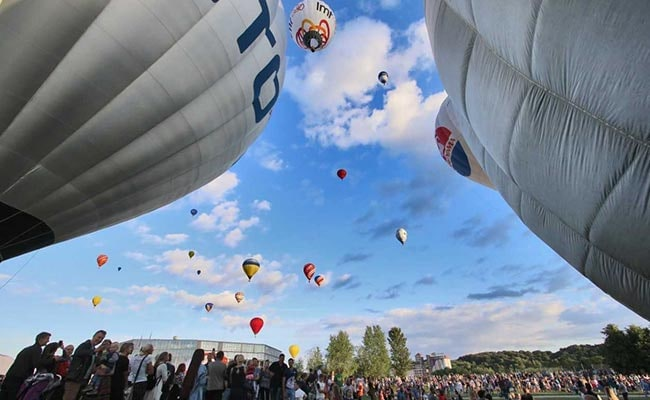 lithuania 100th independence day 100 balloons afp