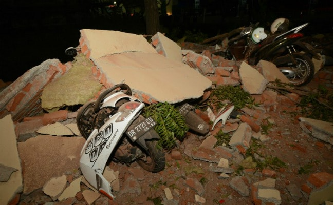 इंडोनेशिया में भूकंप से 98 लोगों की मौत के बाद पर्यटन स्थल खाली कराए गए