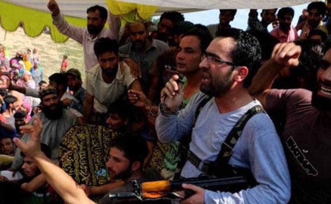 कश्मीर में पुलिसकर्मियों के अपहृत रिश्तेदारों को आतंकवादियों ने किया रिहा