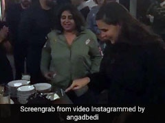 Video: नेहा धूपिया ने जन्मदिन पर दिखाया Baby Bump, 3 महीने पहले हुई अंगद बेदी से शादी...