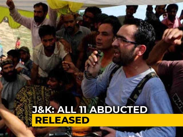 "Video : Terrorists Free Relatives Of J&K Cops Abducted In ""Revenge"" For Arrests"