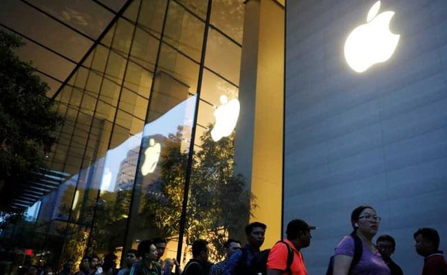 Apple boosted by selling more expensive iPhones