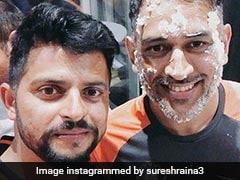 टीम इंडिया ने मनाया Dhoni का बर्थडे, बेटी जीवा ने टेबल पर चढ़कर बजाई तालियां, देखें VIRAL VIDEO