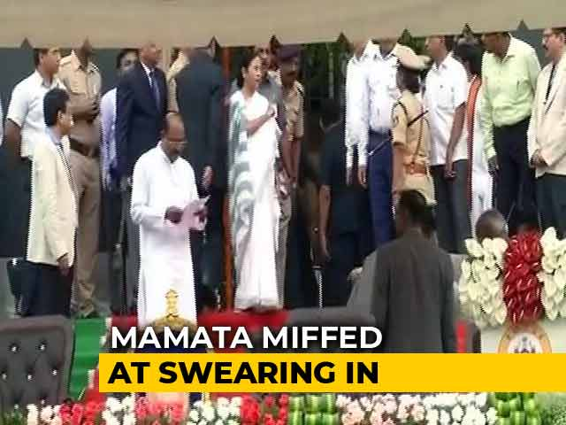 Caught On Camera: At Kumaraswamy Oath, Why Mamata Banerjee Was Unhappy
