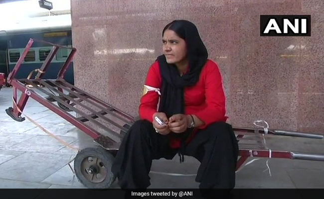 First Woman Coolie At Jaipur Railway Station Has Twitter In Awe