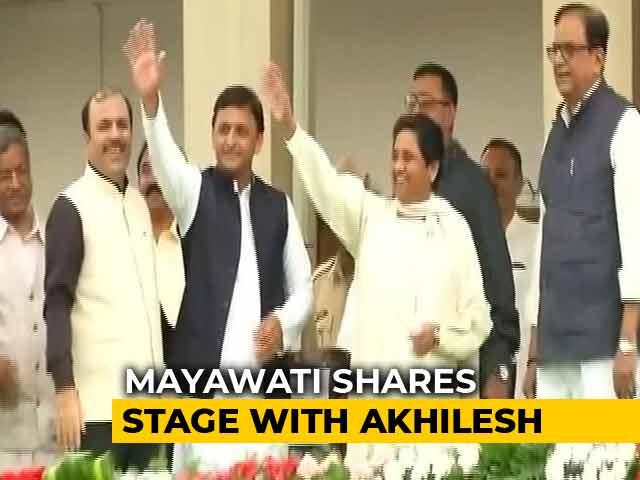 Once Arch-Rivals, Akhilesh Yadav, Mayawati Share Stage At Kumaraswamy Oath