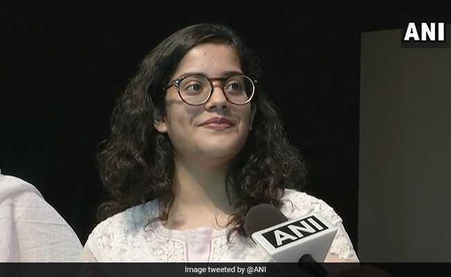 CBSE 12th टॉपर Meghna Srivastava का सक्सेस मंत्र, VIDEO में जानें 99.8% मार्क्स का राज़
