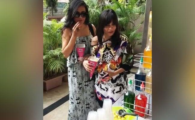 Video: बर्फ का खट्टा मीठा गोला खाने पहुंचीं ये Star Wives, यूं ताजा की बचपन की यादें