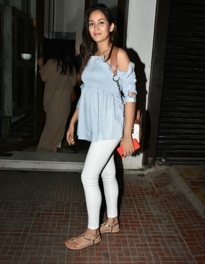Mira Rajput glows as she smiles for paparazzi