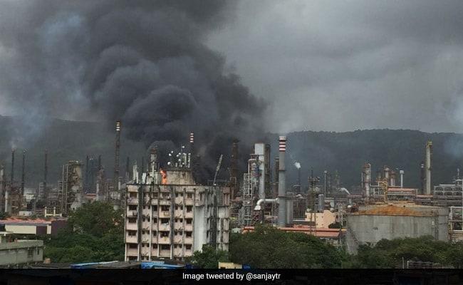 BPCL: मुंबई के चेंबूर में विस्फोट के बाद भारत पेट्रोलियम की रिफाइनरी में भीषण आग