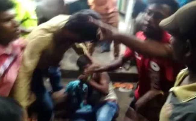 अब चेन्नई में भीड़ ने बच्चा चोरी के शक में 2 लोगों को पीटा