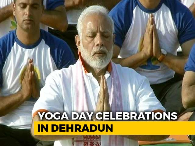 Video : PM Modi Performs Yoga <i>Asanas</i> In Dehradun, Thousands Join Him