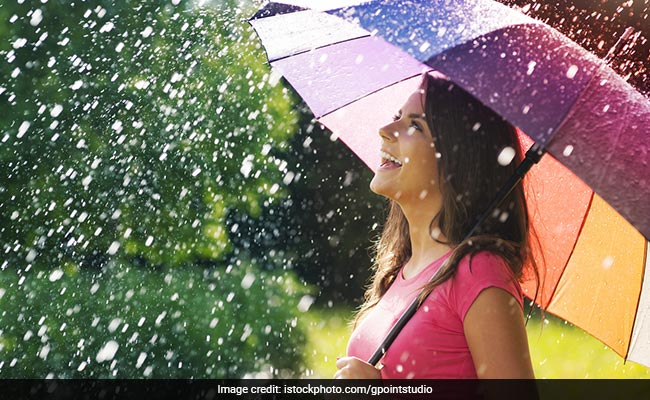 Diet Tips For Monsoon: Here's How You Can Keep Yourself From Getting Sick This Rainy Season