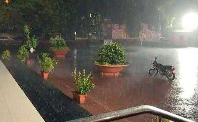 मुंबई में मानसून ने दी दस्तक, मौसम विभाग का 9-10 जून को तेज़ हवा के साथ भारी बारिश का अलर्ट