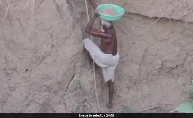 गांव में नहीं था पानी तो 70 साल के बुजुर्ग ने ढाई साल में बना दिया कुंआ