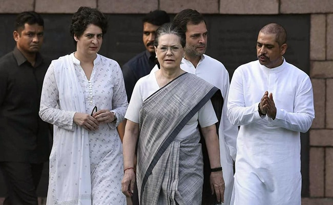 Congress Can't Work Without Middlemen: BJP Attacks Gandhis Over Rafale