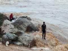 मध्यप्रदेश : ग्वालियर के समीप झरने में अचानक बाढ़ आने से 12 लोग बहे, बाढ़ में फंसे 30 में से सात को बचाया