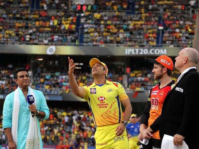 IPL 2018 Final: MS Dhoni Trolls Sanjay Manjrekar During Toss At The Wankhede