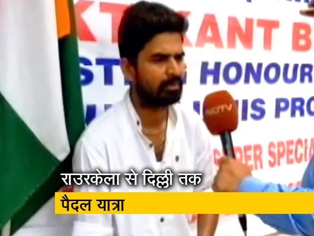 Videos : राउरकेला से पैदल दिल्ली पहुंचे मुक्तिकांत बिस्वाल, सुपर स्पेशलिटी अस्पताल की मांग