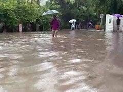 প্রবল বর্ষণে মুম্বাইতে মৃত চার, ব্যাপকভাবে ব্যাহত যান চলাচল, বাতিল বহু ট্রেনও