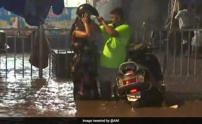 मुंबई में फिर बारिश की संभावना, कश्मीर घाटी फुहारों से तरबतर