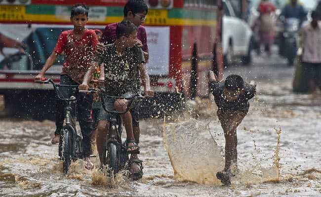 Mumbai Rain Live Updates: Visibility Reduced To 500 Meters, Traffic Disruptions Continue
