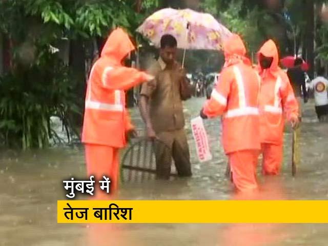Video : भारी बारिश ने रोकी मुंबई की रफ्तार, कई इलाकों में जल जमाव