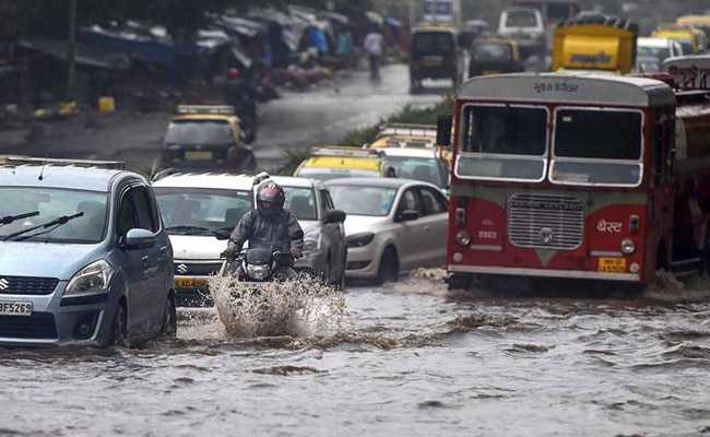 Mumbai Rains Updates: हाई टाइड के घंटे भर पहले बारिश थमने से मुंबई को मिली थोड़ी राहत