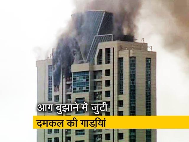 Video : मुंबई के वर्ली में एक बहुमंजिला इमारत के टॉप फ्लोर पर लगी आग