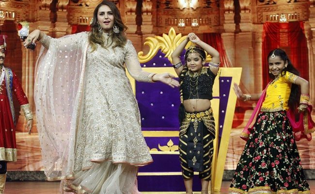 नागिन डांस करने लगीं हुमा कुरैशी, 'इंडियाज बेस्ट ड्रामेबाज' पर बच्चों ने मचाया धमाल... देखें