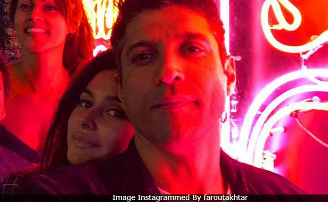 Is Farhan Akhtar Dating Shibani Dandekar?
