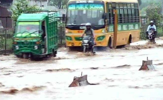 बारिश का कहर : उत्तर प्रदेश में बीते 60 घंटों में 43 लोगों की मौत, दिल्ली में बाढ़ का अलर्ट