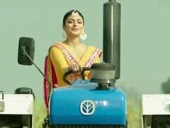 Video: खेतों में ट्रैक्टर चलाती नजर आई पंजाबी फिल्मों की एक्ट्रेस, देसी स्वैग देखकर हो जाएंगे क्रेजी