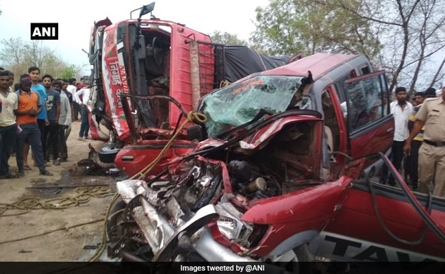 11 Dead As Car And Truck Collide In Maharashtra
