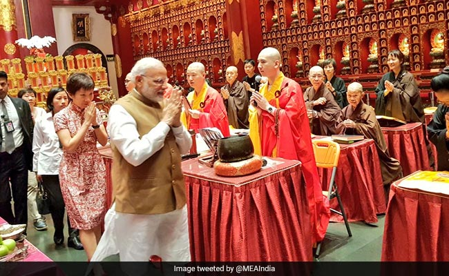 PM Modi Visits Hindu, Buddhist Temples And Mosque In Singapore