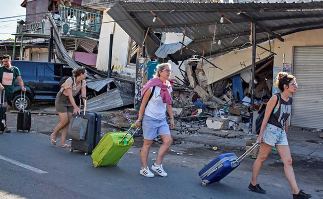Over 2,000 Tourists Being Evacuated After Indonesia Earthquake Kills 98