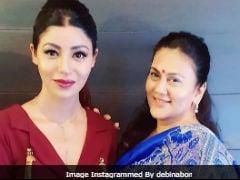 'When Sita Met Sita': Actress Debina Bonnerjee Shares Pic With Original <i>Ramayan</i> Star