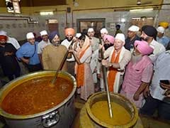 On Delhi Gurudwara Visit, Nikki Haley Made Roti For <i>Langar</i>