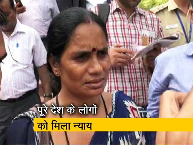 Videos : निर्भया की मां ने कहा- पूरे देश के लोगों को मिला न्याय