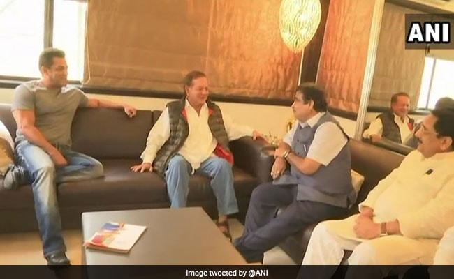 Union Minister Nitin Gadkari Meets Salman Khan, Salim Khan As Part Of Outreach Programme